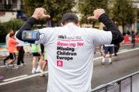 A runner for Missing Children Europe in the Brussels Half Marathon