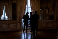 Guests looking by the window in the Palais d'Egmont during the 2018 HELCOM Conference in Brussels