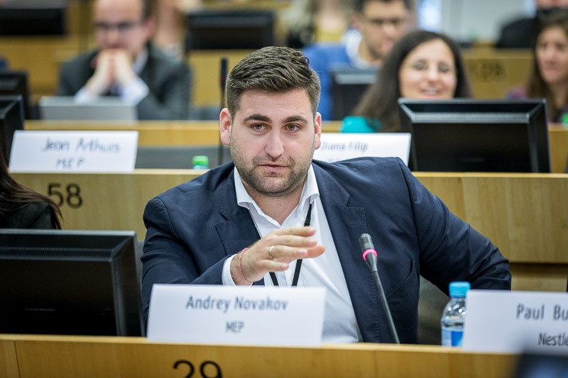 MEP Andrey Novakov speaking in the EU Parliament during the Why Europe Matters 2018 for JA Europe