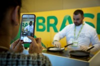 A cook prepares Tapioca for visitors during an event for APEX Brasil