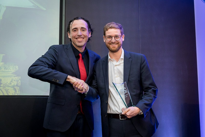 Presenter and awardee shake hands during the CS International Conference 2018