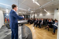 Hendrik Wüst giving a speech to a full room during the EU-China Connectivity event in Brussels